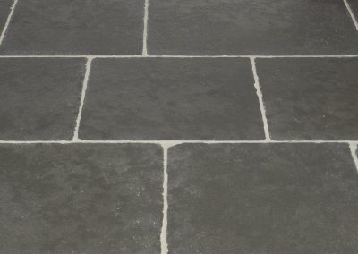 HERITAGE GREY ANTIQUED LIMESTONE